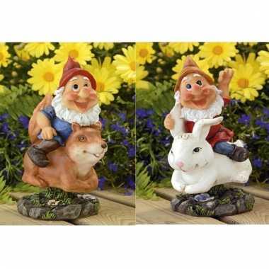 2x tuinkabouters rode muts op eekhoorn/konijn 21 cm