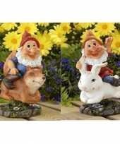 2x tuinkabouters rode muts op eekhoorn konijn 21 cm